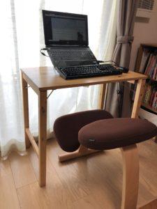 姿勢のよくなる椅子とパソコンスタンド