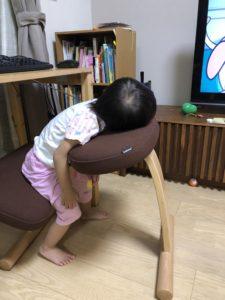 姿勢がよくなる椅子と子供