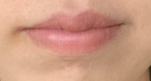 口紅をぬった唇