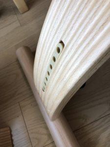 姿勢がよくなる椅子のクッションのネジ穴