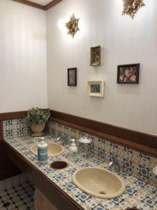 館のレストランのトイレ