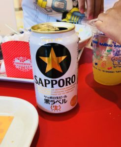 ピューロランドのレインボーワールドレストランの缶ビール